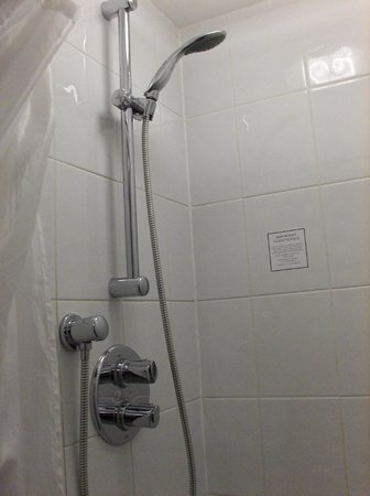 Great Western Hotel:                   shower