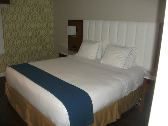 Holiday Inn Express Anaheim Maingate: New bed