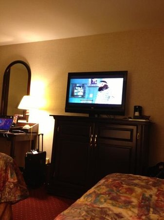 Drury Inn & Suites Atlanta Northwest:                   duck dynasty on the tube!