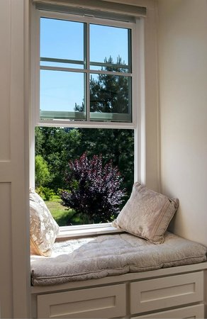 Inn at Locke House: Water Tower Suite window seat