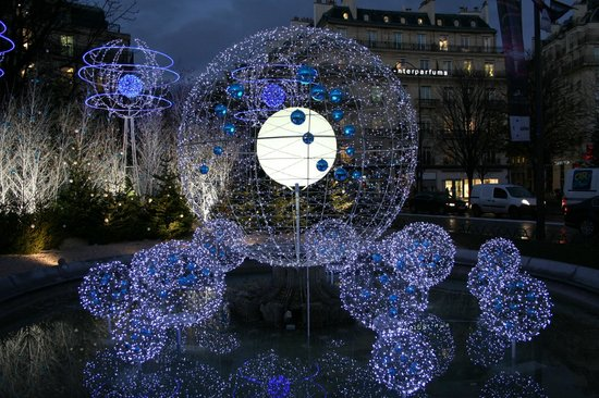 Paris-Oasis:                   Beautiful Xmas lights, just one of the reasons to travel to Paris in Winter