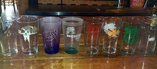 Dahlonega, Gruzja: Pint Night Glasses