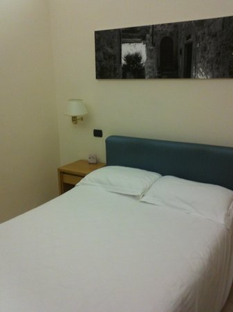 Crosti Hotel:                   Cama