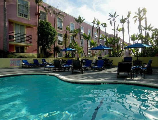 Ramada Plaza West Hollywood Hotel and Suites:                   Pool area