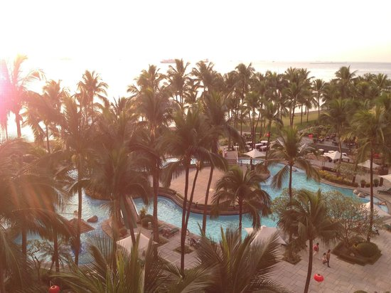 Sofitel Philippine Plaza Manila: Poolside View