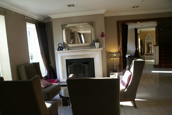 Brook Lane Hotel:                   lobby sitting area