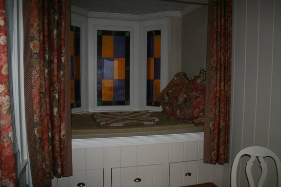 The Wine Country Inn:                   Kate's cottage reading nook