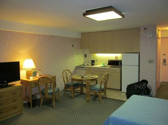 Ilima Hotel:                   Very well equipped kitchenette.