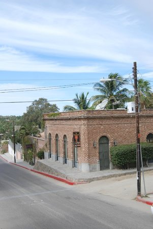 Todos Santos Inn: Exterior View of Hotel