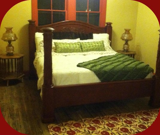 Fern Court Bed and Breakfast: Magnolia Suite