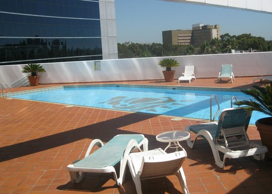Stamford Plaza Sydney Airport: The pool on the second floor