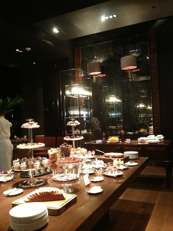 Tables Restaurant @ Grand Hyatt Erawan Hotel:                   dessert room