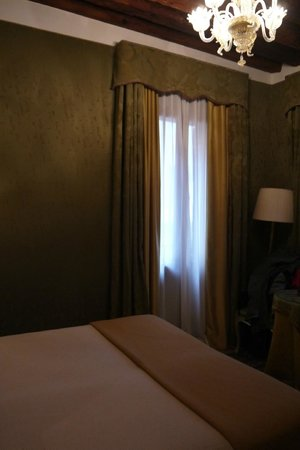 Hotel Al Ponte Mocenigo: Bedroom