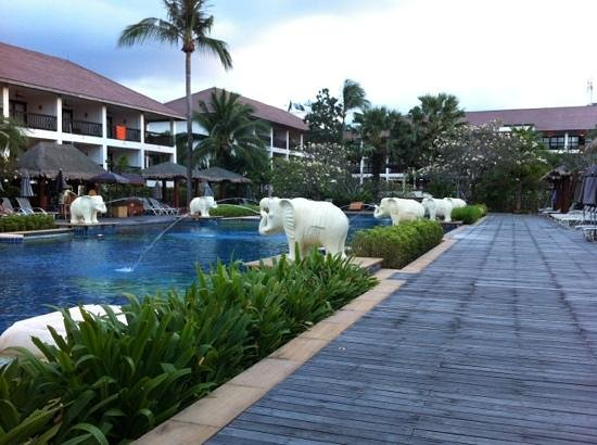 Bandara Resort & Spa:                                     泳池及主楼