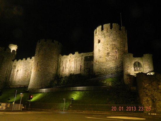 Conwy County, UK:                                     the castle at night