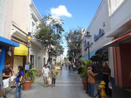 Hotel Belgica: Shopping Area in Ponce