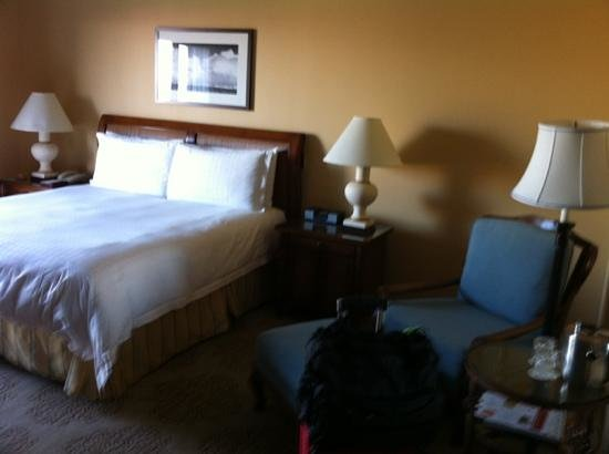 Four Seasons Resort and Club Dallas at Las Colinas:                   bed