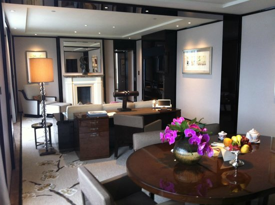 The Peninsula Hong Kong:                   Living room