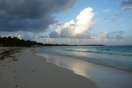 Catalonia Royal Tulum: A walk along the beach