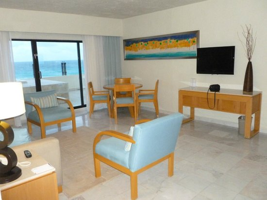 Park Royal Cancun:                   Our living room