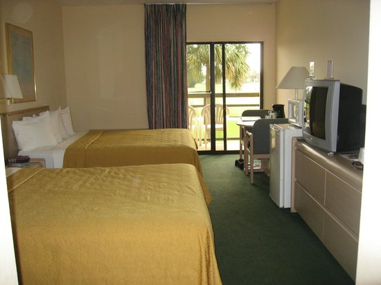 Quality Inn and Suites Golf Resort: Our room