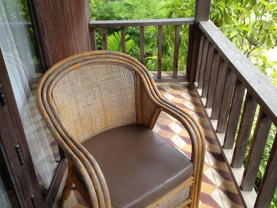 Bambu Battambang Hotel:                   Really very comfortable chairs on our balcony