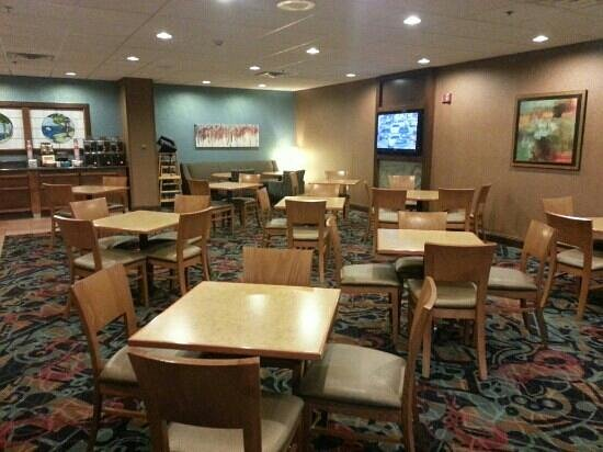 Holiday Inn Council Bluffs: Breakfast area