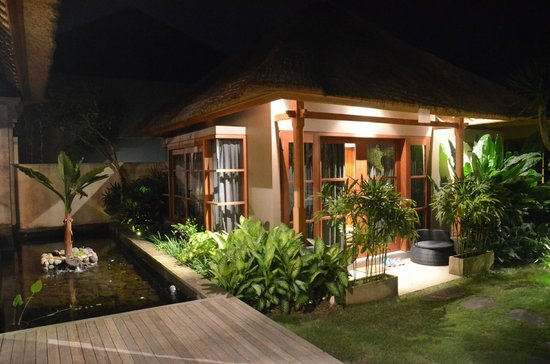 Luwak Ubud Villas:                   deluxe room outside