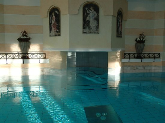 Romantik Hotel &quot;Die Krone von Lech&quot;:                   Pool