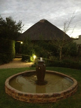 Hitgeheim Country Lodge:                   Outside