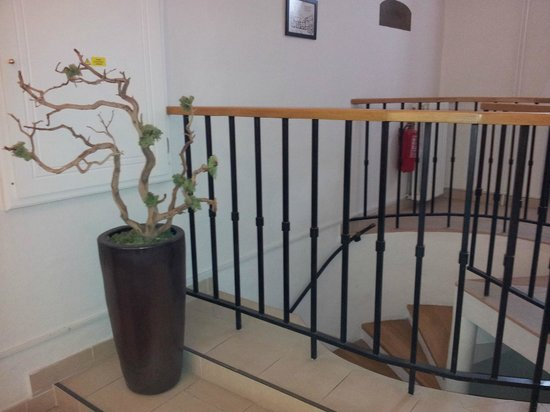 Casa Marcello:                   Hall/stairs