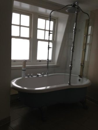 Hotel Russell:                   lovely bath