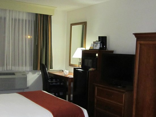 Holiday Inn Express Frederick: Room interior