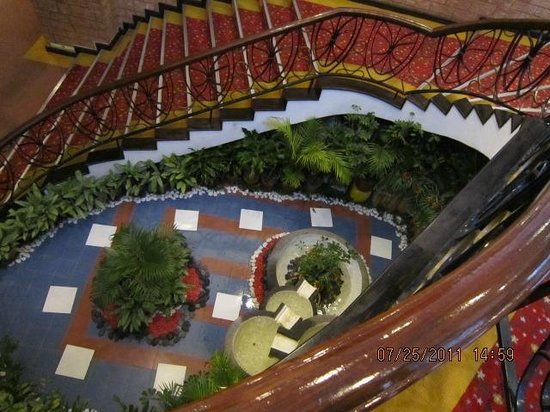 Theme Park Hotel: Staircase that leads to the Outdoor Garden