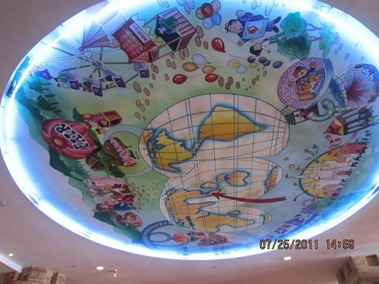 Theme Park Hotel: Isn&#39;t the ceiling nice?? Very creative huh??