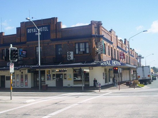 Queanbeyan Australia  city photo : Royal Hotel, Queanbeyan Restaurant Reviews, Phone Number & Photos ...