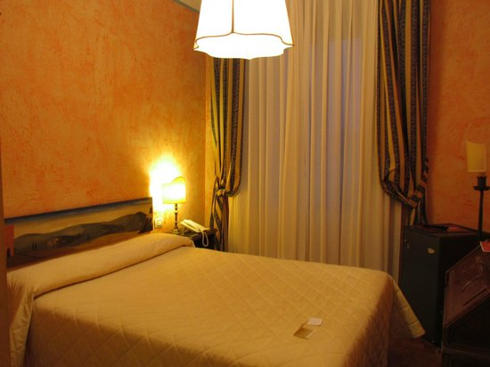 Croce di Malta Hotel:                   Room, bed.