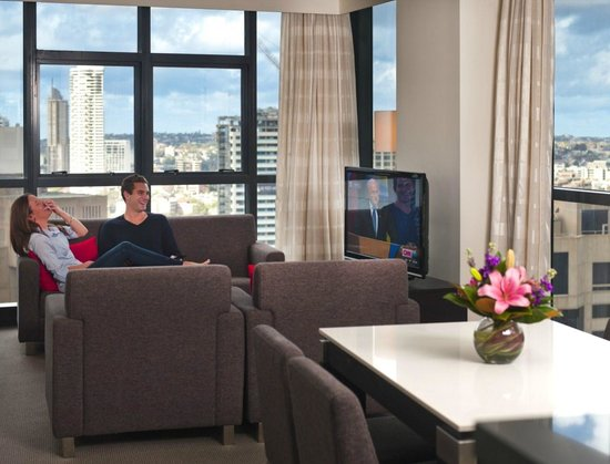 Meriton Serviced Apartments Pitt Street: 2 Bedroom Living Area