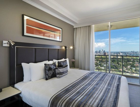 Meriton Serviced Apartments Bondi Junction: 2 Bedroom Harbour View