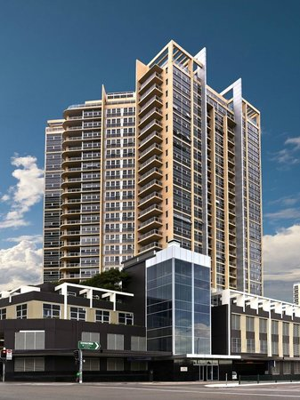 Meriton Serviced Apartments Bondi Junction: Hotel Exterior