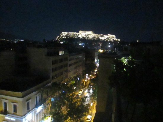 Attalos Hotel: view of street and acropolis