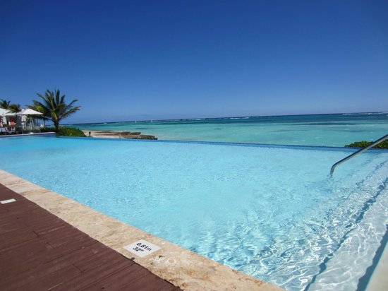 piscine d bordement mer picture of club med punta cana punta cana tripadvisor. Black Bedroom Furniture Sets. Home Design Ideas