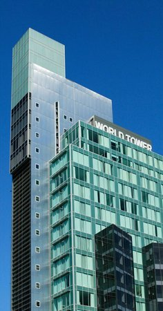 Meriton Serviced Apartments World Tower: Hotel Exterior