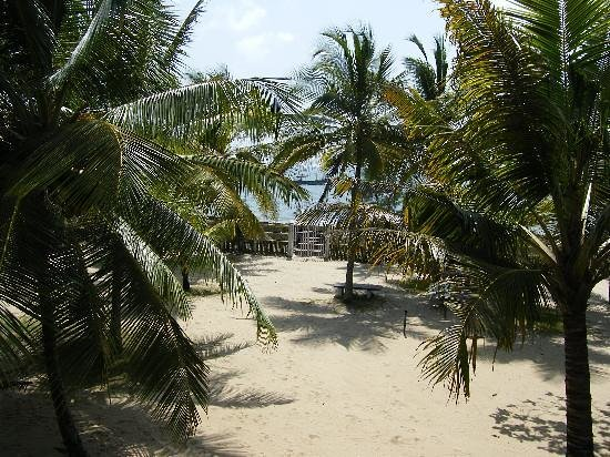 Pozhiyoram Beach Resort:                                     beach view