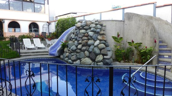 Hotel Santo Tomas:                   slide to the pool