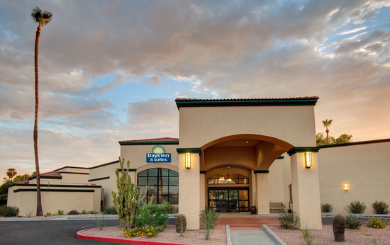 Days Inn And Suites Scottsdale North: Across the street from Salt River Fields