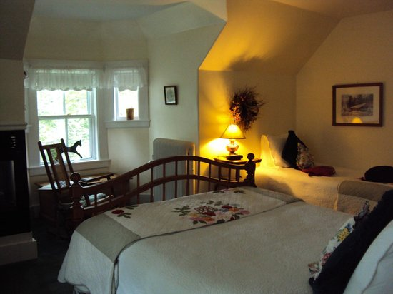 Carter Notch Inn:                   Room