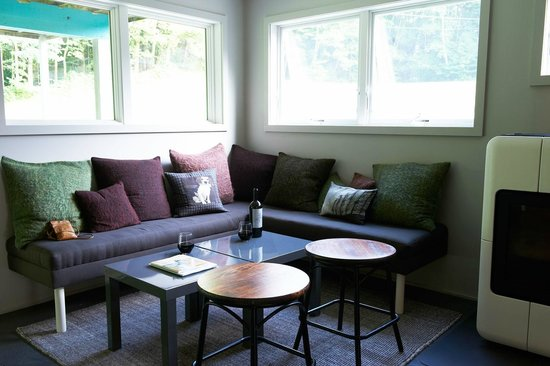 Briarcliff Motel: Hang out with friends in our lounge in the evening