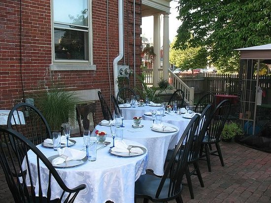 Columbian, A Bed and Breakfast Inn: Courtyard