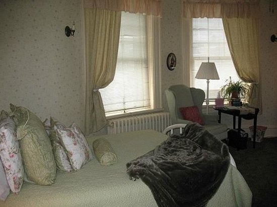 Columbian, A Bed and Breakfast Inn: Moore room